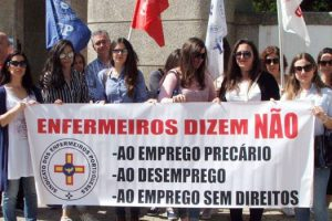 Protesto contra o despedimento de enfermeiros