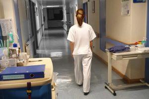 Unidades de Saúde Pública: exige-se pagamento do trabalho extraordinário